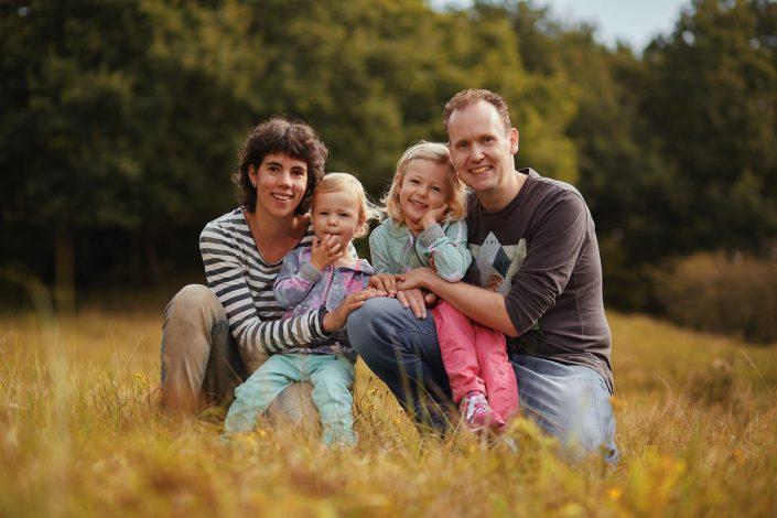 Gezellige familie fotoshoot in de duinen bij Egmond